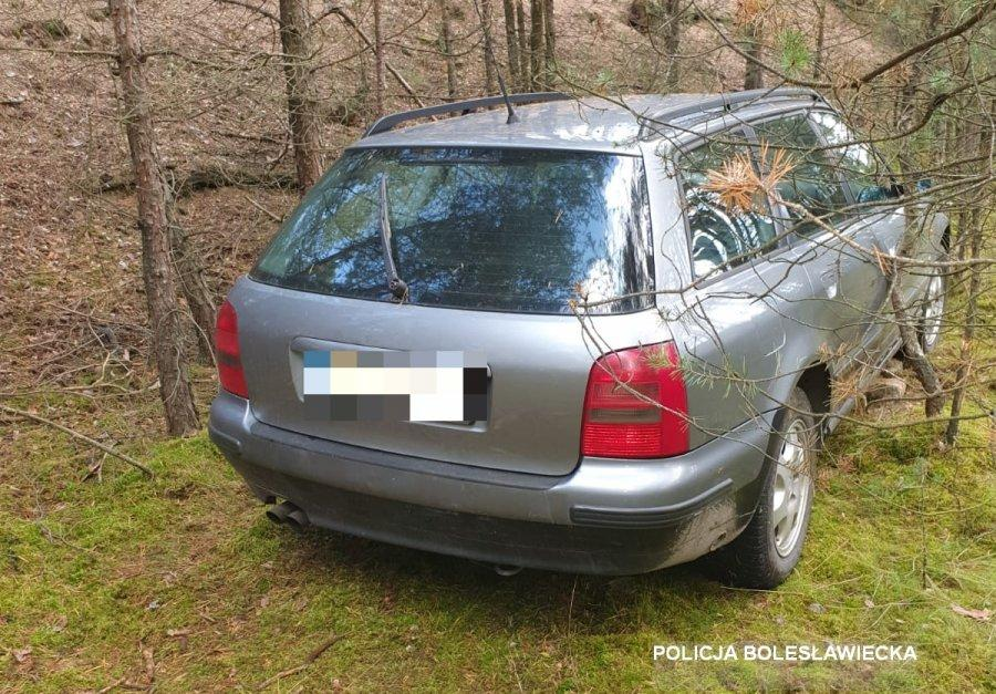 Ukradł samochód iukrył go wlesie